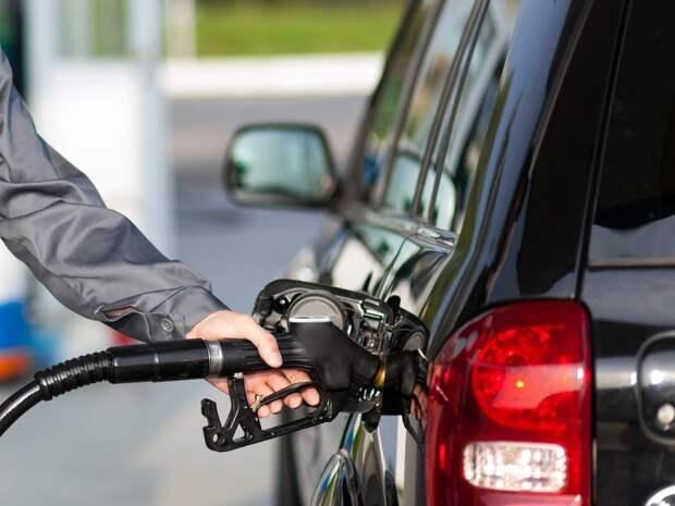 Чем опасно использование мобильного телефона при заправке автомобиля