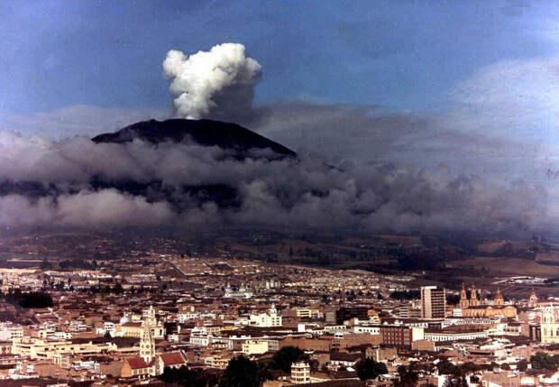Начало извержения вулкана Невадо-дель-Руис