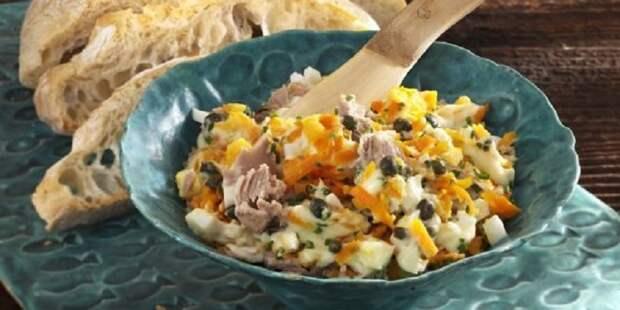салат из тунца с морковью и яйцами
