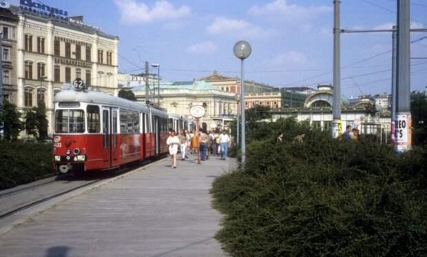 Ещё один консервативный европейский город, Вена, бережно сохранял свой трамвайный транспорт: 1992, СССР, дорожное движение, капиталистические страны, прошлый век, соц. страны, страны третьего мира, улицы