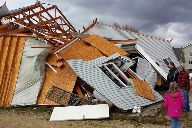 Обломки фанерного дома
