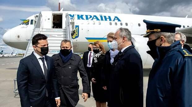В ходе своего визита в Польшу Владимир Зеленский заявил о важности празднования годовщины принятия...