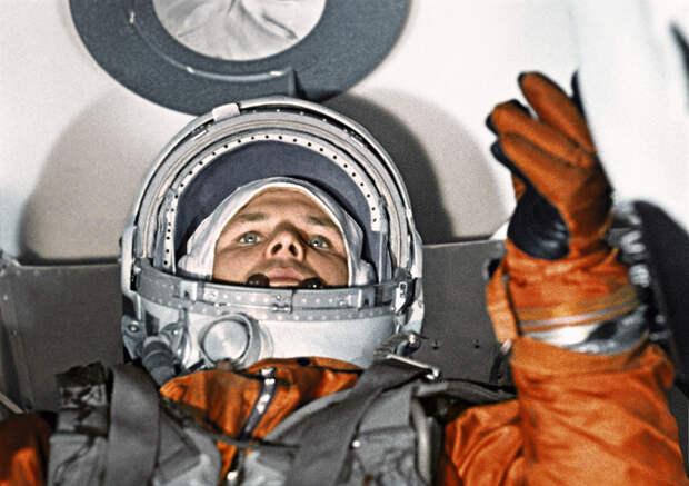 Роскосмос начинает выпуск говорящих голосом Гагарина лифтов для МКД