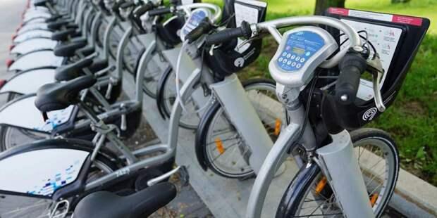 Игорь Бускин: велосипед можно взять в аренду во многих спальных районах Москвы / Фото: mos.ru