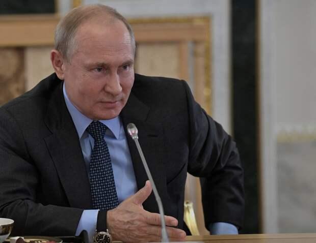 Рискующие жизнью и здоровьем медики получат допвыплаты, — Путин