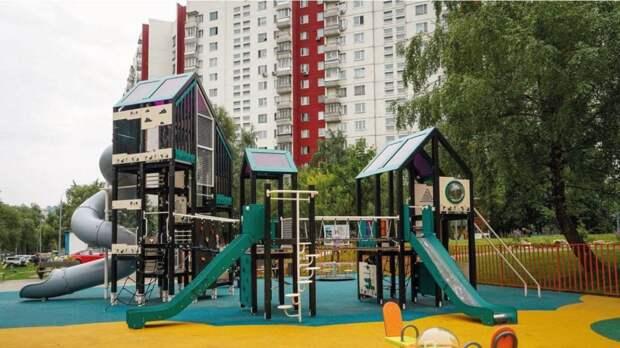 Более 2,2 тысячи дворов благоустроят в Москве в 2022 году