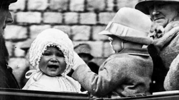 """""""Боже, храни королеву"""": Елизавете II - 95"""