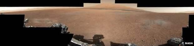 Curiosity прислал первые цветные фотографии с Марса