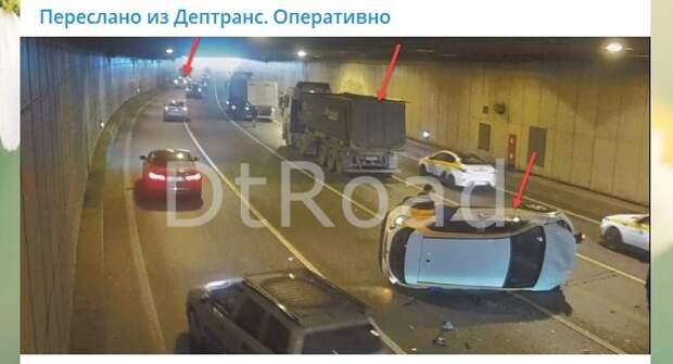 Автомобиль каршеринга спровоцировал массовую аварию в Лефортовском тоннеле