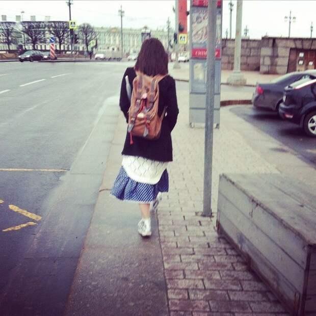 Эта современная мода с голыми ногами, открытыми щиколотками, животами - ужас же. Дурочки, глупые, зима, мода, мороз, одежда, раздетые, холодно