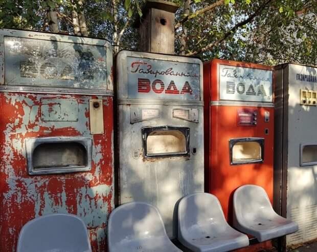 Автоматы для газировки до сих пор встречаются в российских городах.