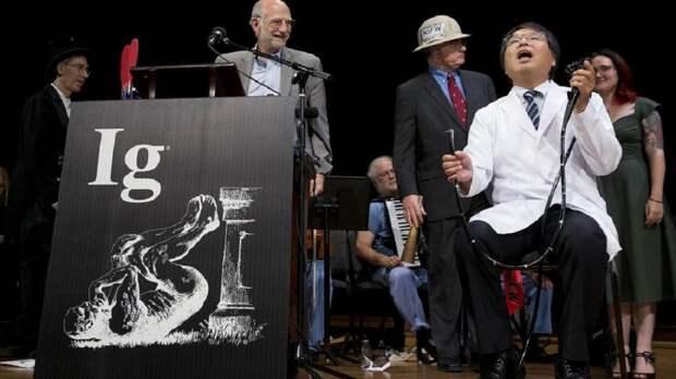 Лишний вес и коррупция, оргазм и насморк: ученых наградили Шнобелевскими премиями