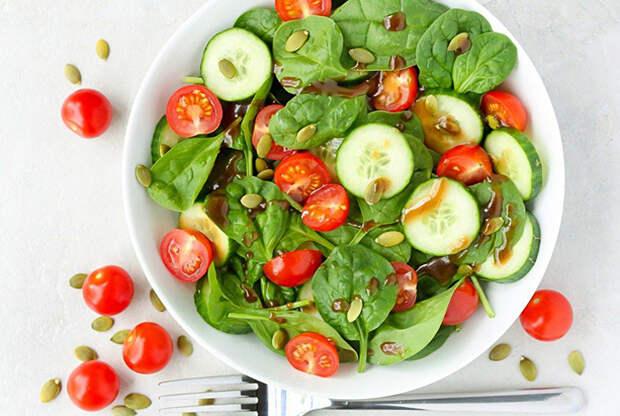 Салат со шпинатом. \ Фото: photorecept.ru.