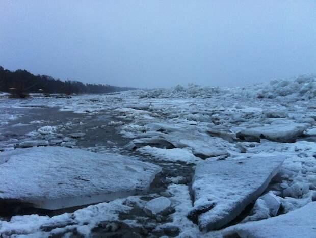 Китай собрался взрывать лед возле столицы Приамурья