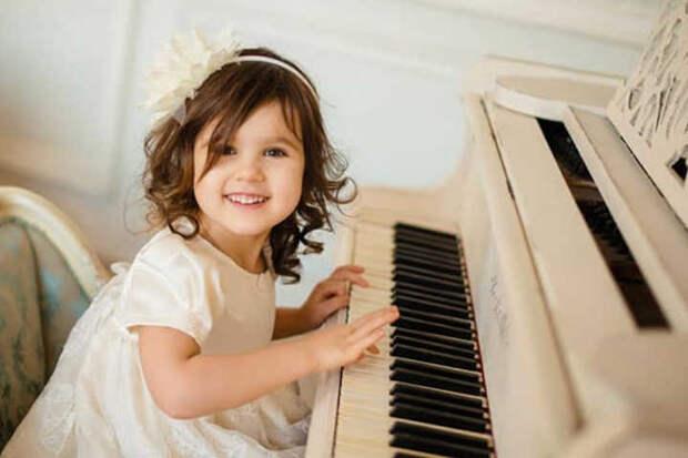 Музыкальное обучение действительно способствует успехам детей в математике и чтении
