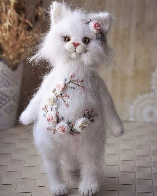 Удивительные котики. Автор - Ольга Бессогонова