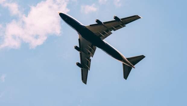 Больной коронавирусом пассажир United Airlines умер посреди полета