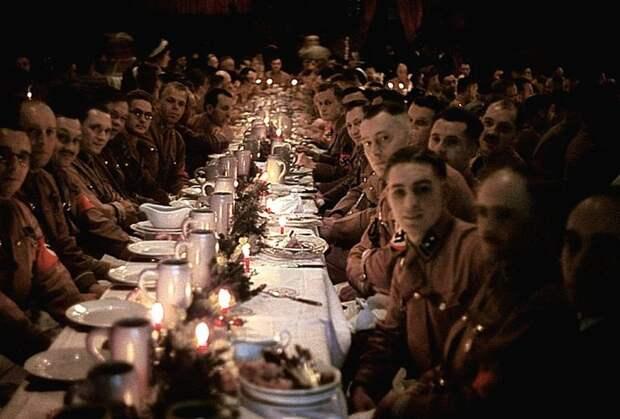 Рождественская вечеринка для гитлеровских офицеров и кадетов. Эта фотография сделана в 1941. Весь Мир, история, фотографии