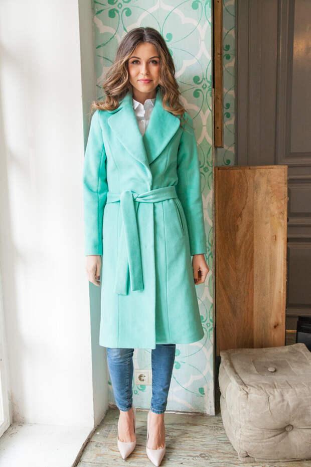 Если ткань сильно мнется, такое пальто лучше не покупать. /Фото: kyrochki-na.ru