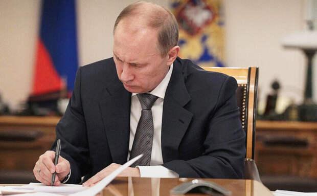 Путин подписал закон об упрощении компенсации морального вреда работникам