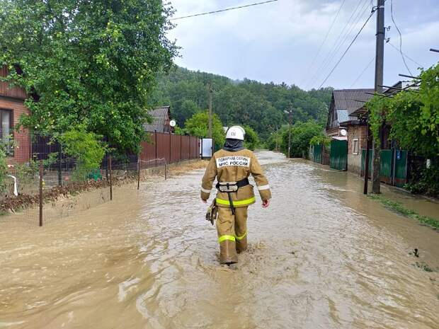 В Апшеронском районе подтопило две станицы и хутор