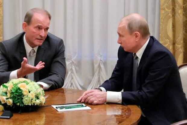 Почему Медведчук мог бы убедить Путина отступить в Донбассе