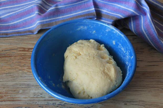 Старенький и простой рецепт творожного печенья: вкусно и без заморочек!)