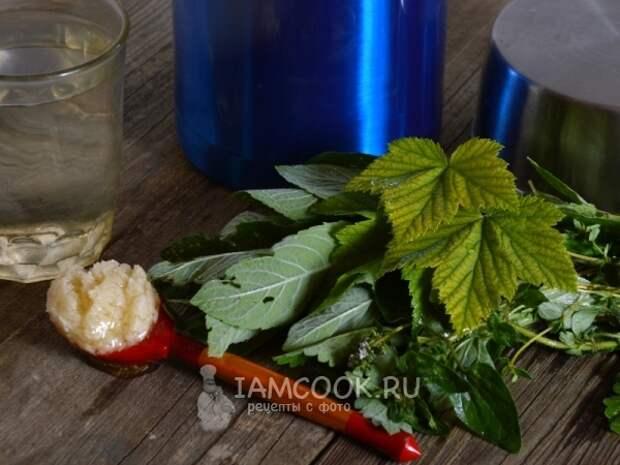 Ингредиенты для травяного чая в термосе