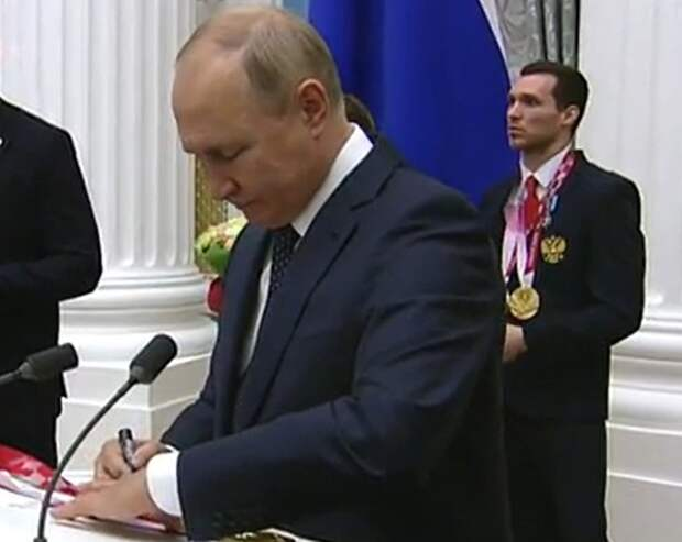 Песков пояснил, что Путин об уходе на карантин говорил образно