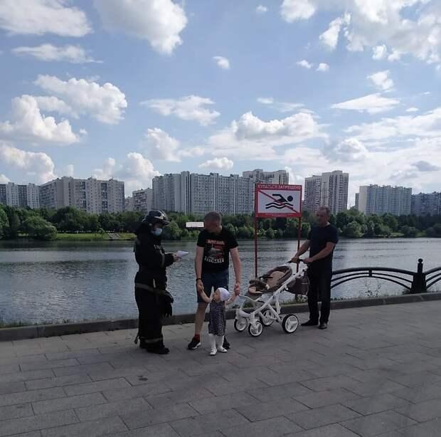 На набережной Москвы-реки проходит «Месячник безопасности на воде»
