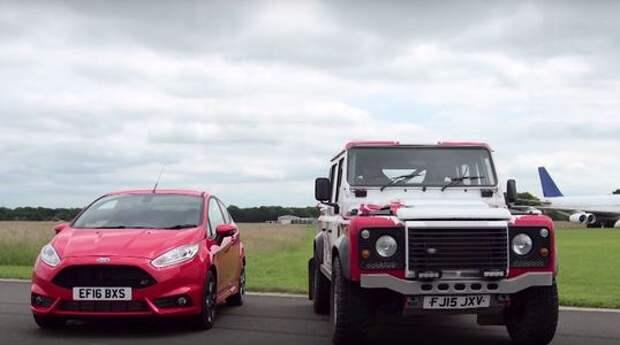 Невероятная дуэль: Ford Fiesta ST против… Land Rover Defender