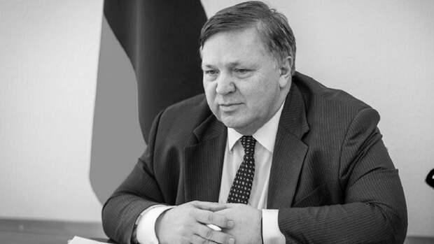 От коронавируса скончался заместитель губернатора ХМАО, но цифры по инфекции идут на снижение