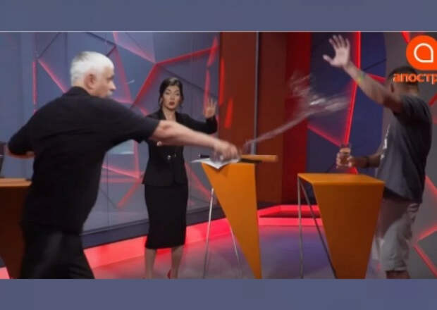 Националист Корчинский напал с зонтиком на АТОшника-гея
