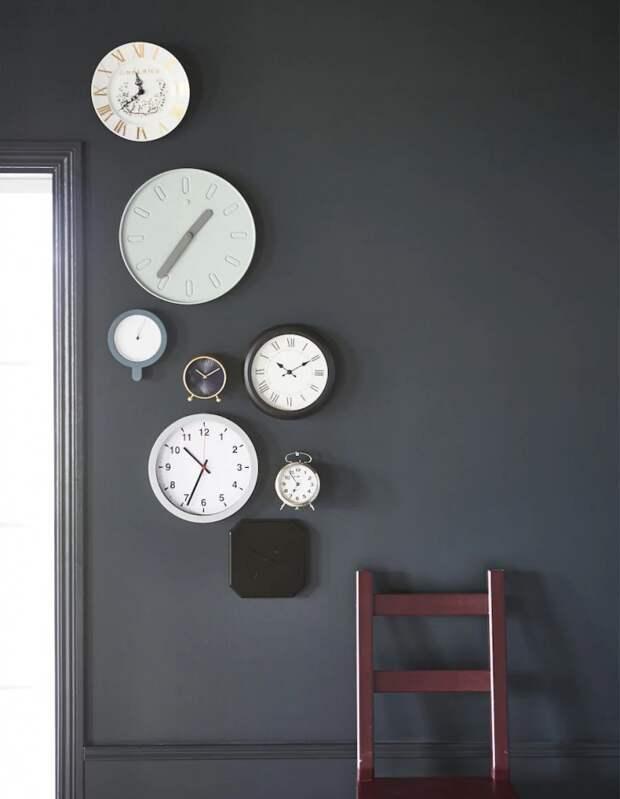Декор стены из часов