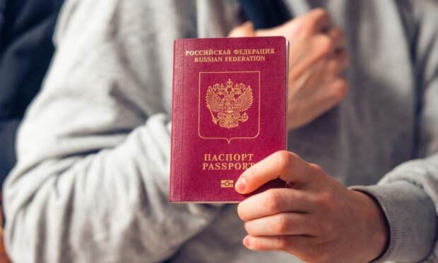 Правительственная комиссия одобрила законопроект, позволяющий изымать загранпаспорта у должников