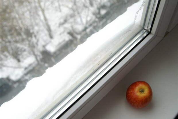 http://azaoknom.ru/wp-content/uploads/Kak-uteplit-plastikovoe-okno-na-zimu.-Instruktsiya-k-dejstviyu.jpg