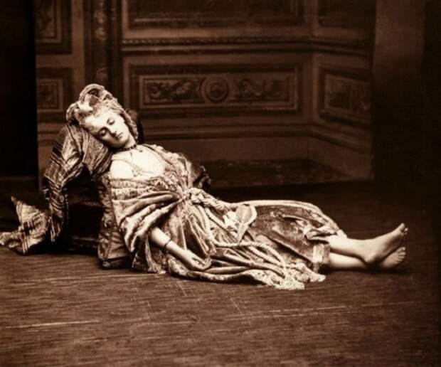 Раскрепощенности фаворитки Наполеона III позавидует любая современная модель. Только взгляни на нее!