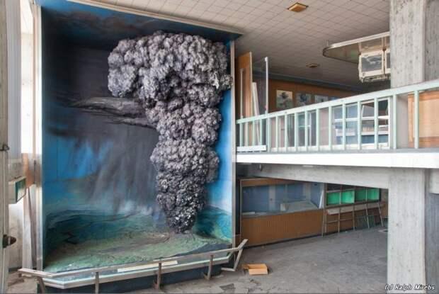 Заброшенный музей вулканологии в Японии (39 фото)