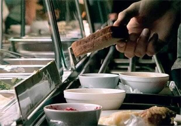 Горловка оживает – начали печь хлеб, открываются гуманитарные столовые