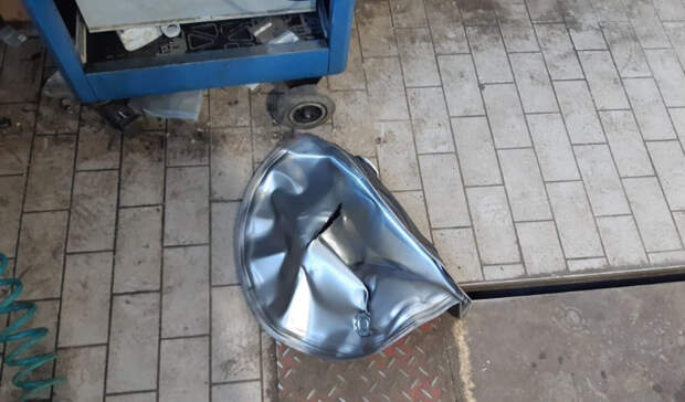Отвзрыва бочки вздании автосалона вЕкатеринбурге пострадал мужчина