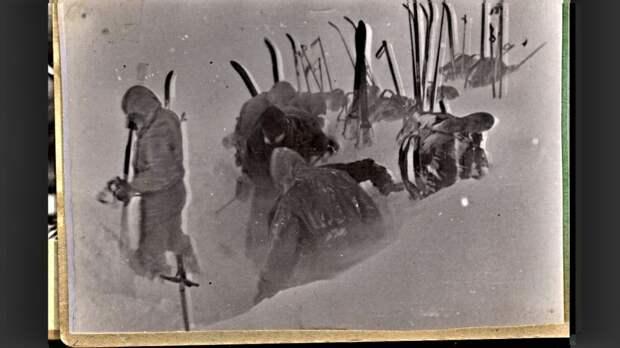 Самая загадочная фотография сделанная в походе Игоря Дятлова. Или про архив следователя Иванова