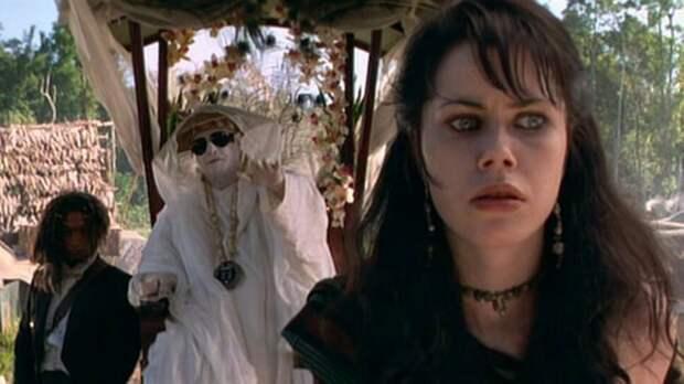 """Кадр из фильма """"Остров доктора Моро"""" (1996)"""