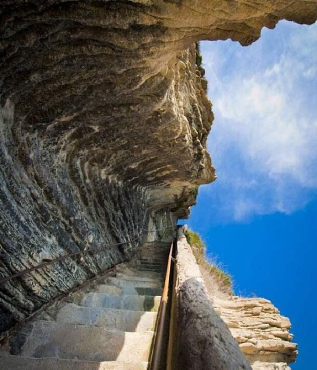 10 головокружительных лестниц, ходить по которым хватит духу только ползком