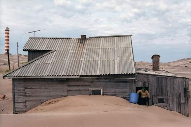 shoyna-sand-buried10