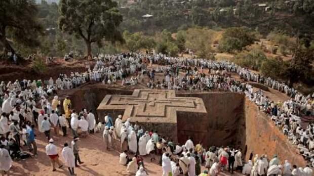 Знаменитая подземная церковь в Эфиопии.