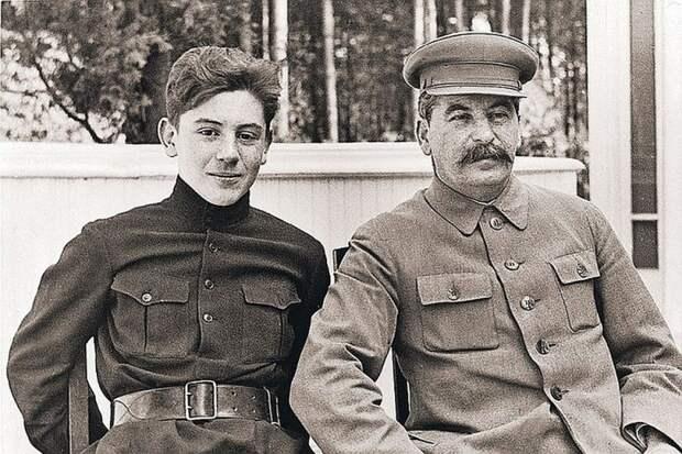 Василий Джугашвили: зачем сына Сталина тайно перезахоронили
