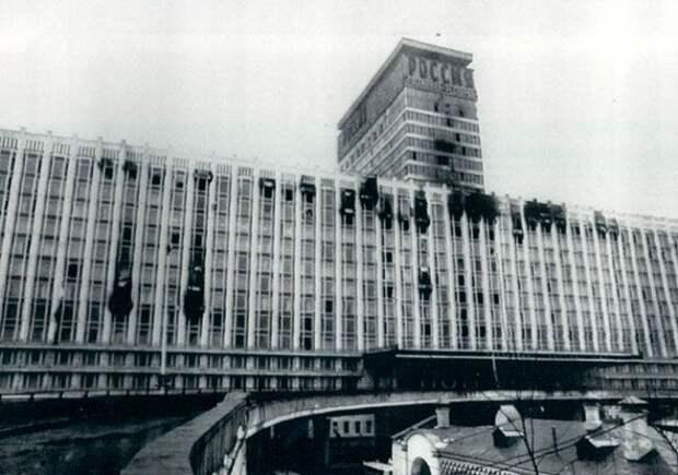Фасад гостиницы после пожара 1977 года. /Фото: smartnews.ru