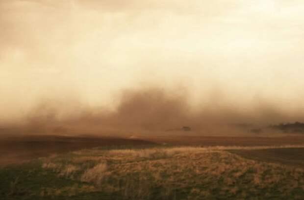 В МЧС объяснили появление пыльной мглы в Астрахани