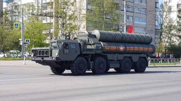 Репетиция парада Победы с участием военной техники прошла в Новосибирске