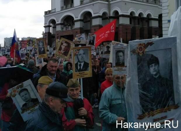 """В """"Бессмертном полку"""" """"запретили"""" портреты Сталина и красные знамена"""